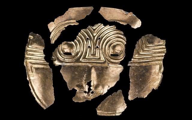 Pectoral fragmentado del periodo Temprano del Cauca Medio