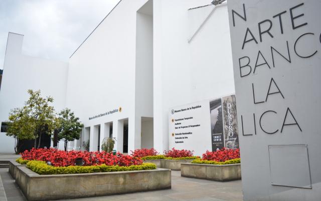Museo de Arte Miugel Urrutia plazoleta