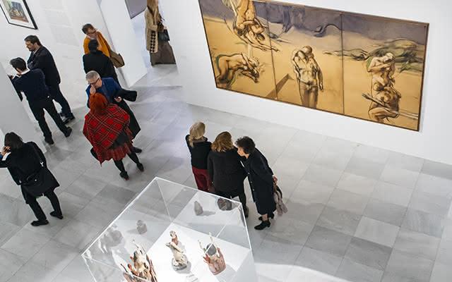 Montaje de la exposición Campo a través. Arte colombiano en la colección del Banco de la República en la Sala Alcalá 31 de Madrid.