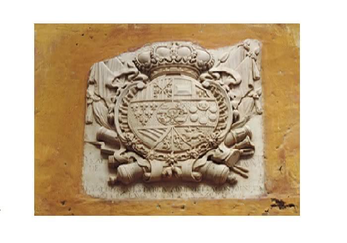 Escudo del Estanco del Tabaco, 1800. Foto R. Arteaga.